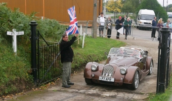 Another brown car waiting to up the hill, the winder stance of the +8 being obvious.