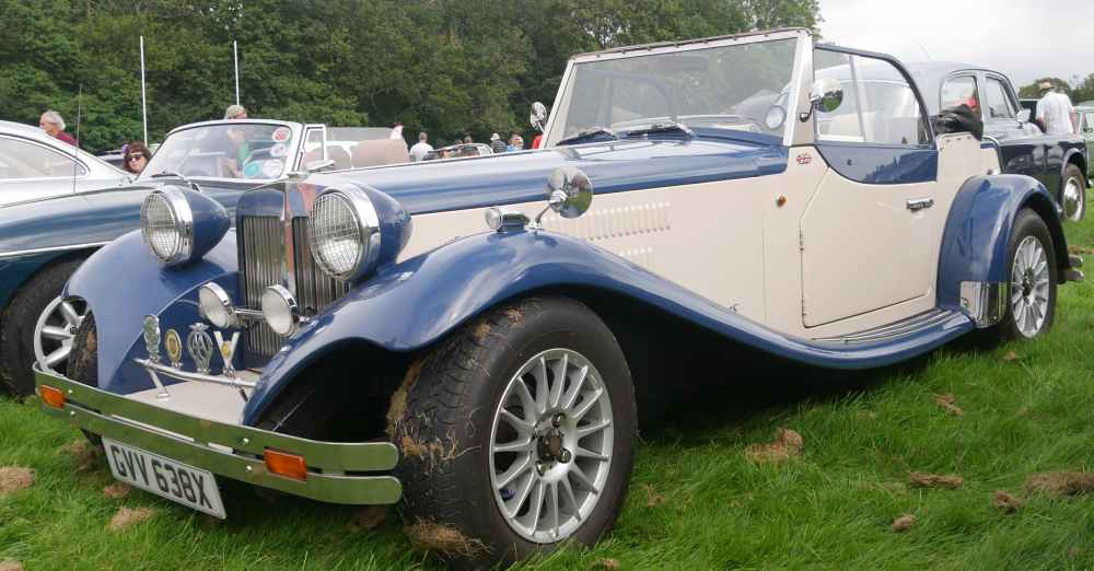 A convertible 30s style kit car