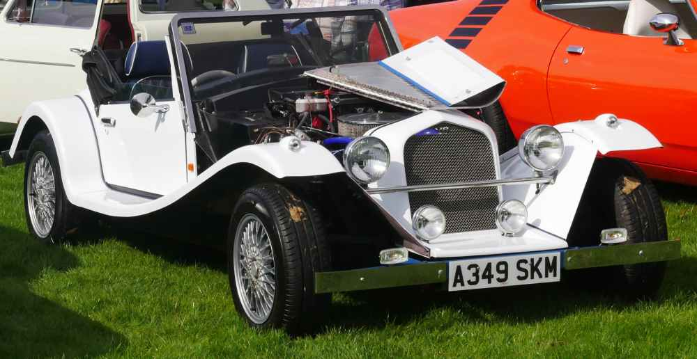 2-seater open vaguely 30s small kit car